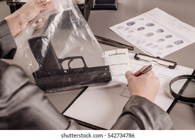 Criminology expert writes data into the evidence  form