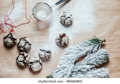 Crinkles On The Table With Powder Sugar On Them