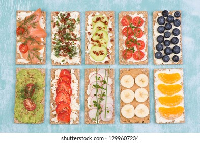 Crisp bread sandwiches with various toppings