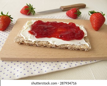 Crispbread with cream cheese and strawberry jam