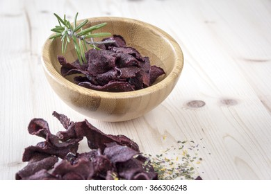 Crispy beetroot chips with rosemary herb and gently baked. Refined with herbs.