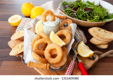 Crispy breaded calamari rings with garlic dip and lemon