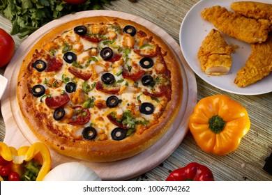 Crispy chicken pizza background