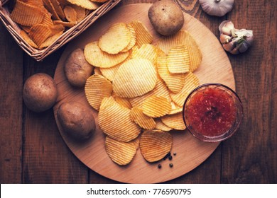 Crispy potato chips, potato and sauce