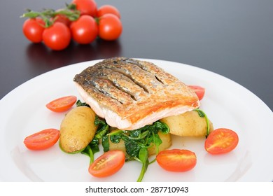 Crispy salmon with spinach, potatoes and tomatoes