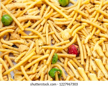 Crispy and salty noodles/chips