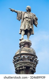 Cristobal Colon sculpture in Barcelona, pointing to the sky.