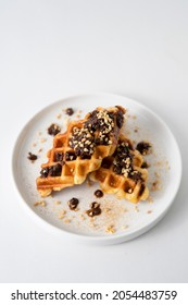 Croffle (a compound word of croissant and waffle) is a dessert where croissant raw paper is baked in a waffle pan and eaten with ice cream or maple syrup.