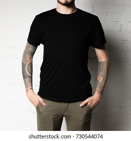 cropped shot of man in blank black t-shirt