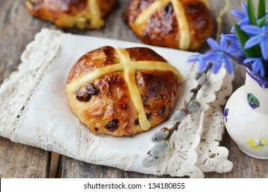 cross buns and snowdrop