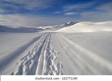 Cross country skiing trail at Rondane National Park, near the village of Hovringen, Norway.