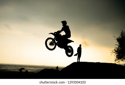 Cross-country motorcycle races and extrem racetrack