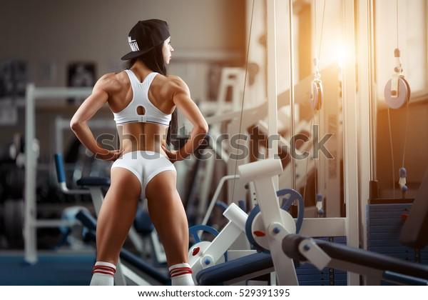 Frau trainierter körper Muskelaufbau bei