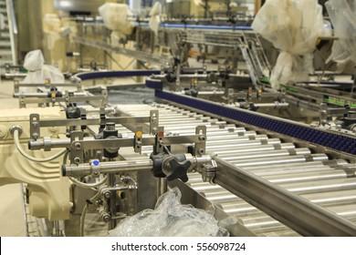 Crossing of the roller conveyor