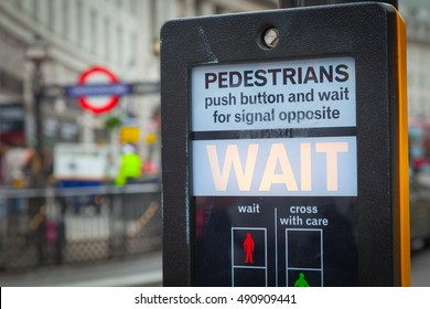 Crossing of the street about the subway. London, Great Britain