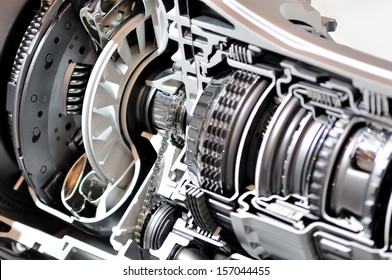 Cross-section of a car gearbox and clutch.