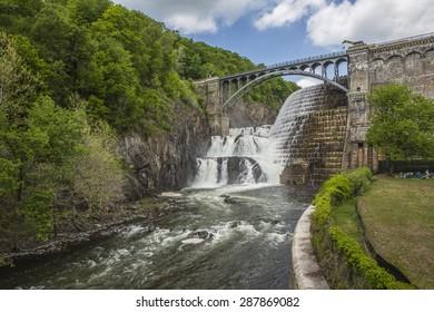 Croton Gorge Park at the base of New Croton Dam
