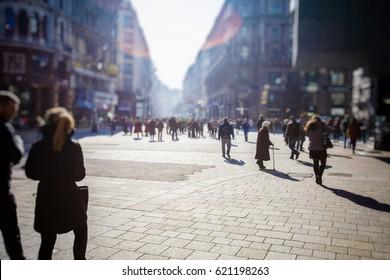 Migte van anonieme mensen lopen