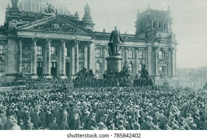 Crowd at the Reichstag Building, Berlin, at the proclamation of new government Nov. 10, 1918. Kaiser Wilhelm II abdicated on the same day, in the aftermath of Germanys defeat in World War 1