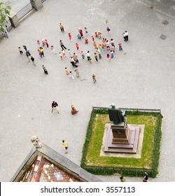 Crowd seen from the top of a high tower