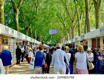 Crowds of visitors to the annual Chelsea flower show, award winning horticulture event in Chelsea, London England UK. mAY 2018