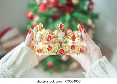 Crown and Christmas tree