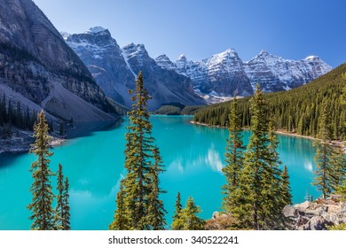 Crown Jewel of the Canadian Rockies, Moraine Lake in Banff National Park, Alberta