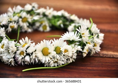 Crown made of daisies