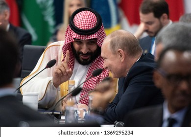 The Crown Prince of the Saudi Arabian throne, Mohammad bin Salmán, speaks with the President of the Russian, Putin during the G20 meeting, November 20, 2018. Federal Capital, Buenos Aires, Argentina.