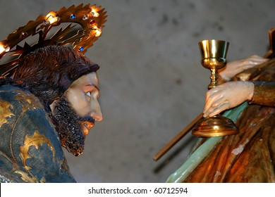 CRUCIFIX CHRISTIAN JESUS HOLY WEEK SPAIN HAMLETS CROWNS THORNS PRAYER WOUNDED SORE PRAYS DEATH HOLY RESURRECION GRAIL CHALICE