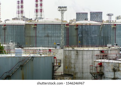 Crude oil storage vertical steel tanks for oil, gasoline, benzine, fuel and water of large volume.