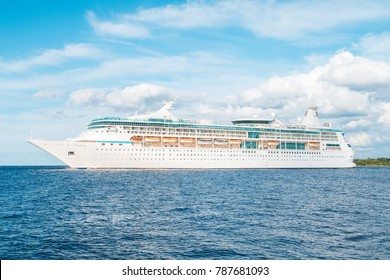Cruise ship leaves the port