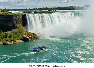Cruise ship near big Horseshoe fall, Niagara falls