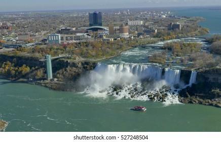 Cruise ship at Niagara fall