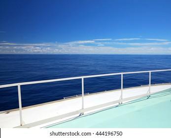 Cruising Ocean Horizon