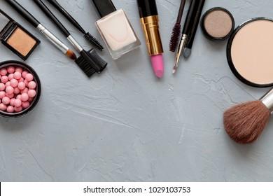 Crushed decorative cosmetics