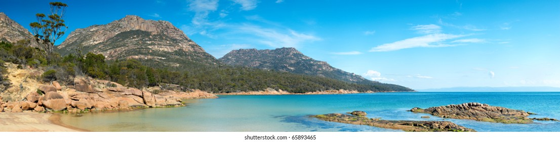 Crystal clear turquoise waters at Coles Bay, located in the Freycinet region on Tasmania's east coast. A popular Australian tourist destination.