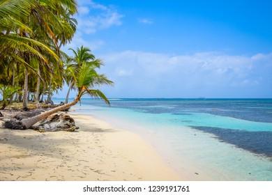The crystal clear water of the caribean San Blas, Panama