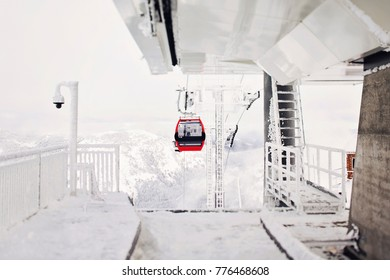 Crystal Mount cable cars