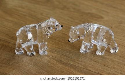 Crystal polar bear family statue