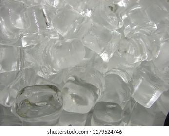 Crystalline ice cubes