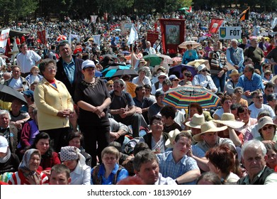 CSIKSOMLYO, ROMANIA - MAY 29: Crowds of Hungarian pilgrims gather to celebrate the Pentecost and the catholic pilgrimage tradition, May 29, 2004 in Sumuleu Ciuc (Csiksomlyo), Romania