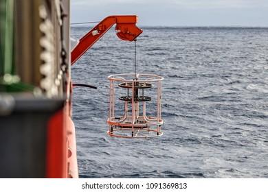 CTD rosette sampler, oceanographic tool