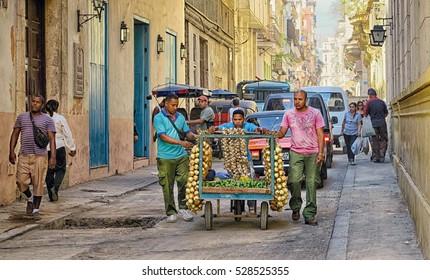 Imágenes Fotos De Stock Y Vectores Sobre Street Life