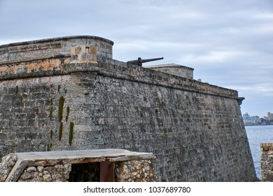 Cuba. Havana. The fortress of El Moro. Cannon on the fortress wall