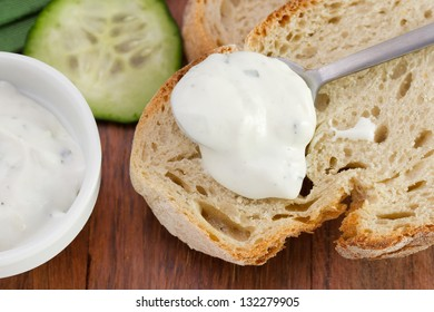 cucumber dip with bread