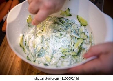 cucumber salat with dill and sour cream