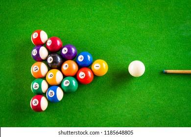 Cue aim billiard snooker pyramid on green table.