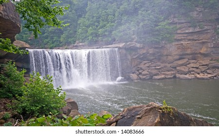 Cumberland falls in southeast kentucky