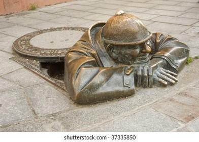 cumil - gazer - most photographer sculpture in Bratislava, capital city of Slovakia